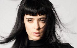 γυναίκα μαύρα μαλλιά χτένισμα