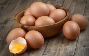 Αυγά, μέρος διατροφής για υγιή μαλλιά